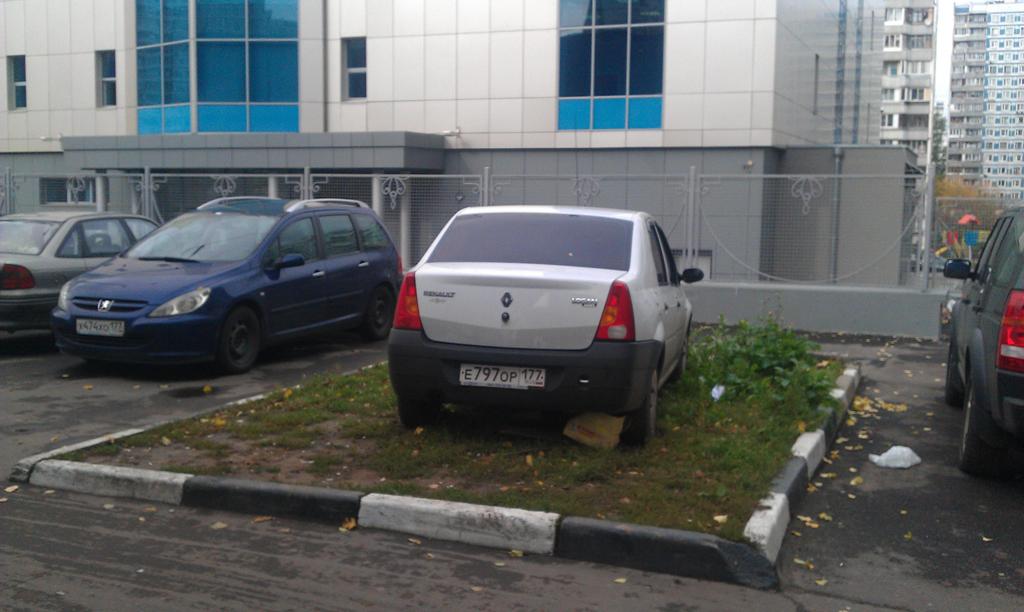машины на тротуаре куда жаловаться москва практически все