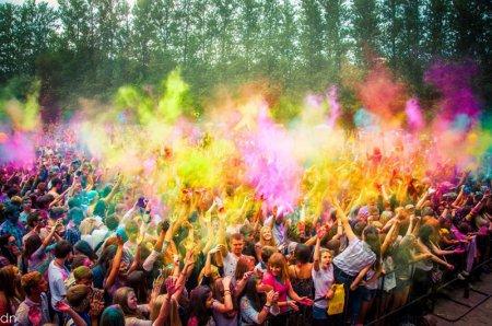 9 августа 2015 года на Лата Трэке в Крылатском состоится забег «Красочный бууум».