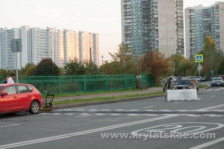 """БЛИЦ: напротив бывшего главного входа на Крылатские холмы сняли """"лежачих полицейских"""""""